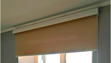 What is special about the closed roller blind system?